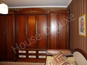 Шкаф из массива бука в спальню
