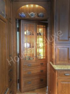 Шкаф со скрытой дверью