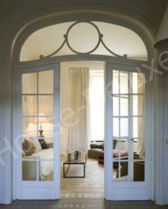Трехстворчатая арочная дверь