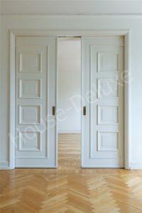 Белые двухстворчатые двери